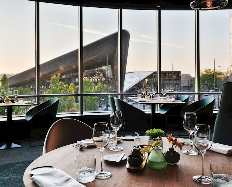 Reserveer via reservations@marriottrotterdam.com